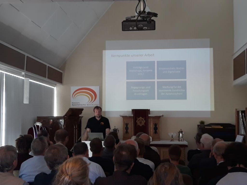 Vortrag von Mathias Eberle zur Ausrichtung des Netzwerks.